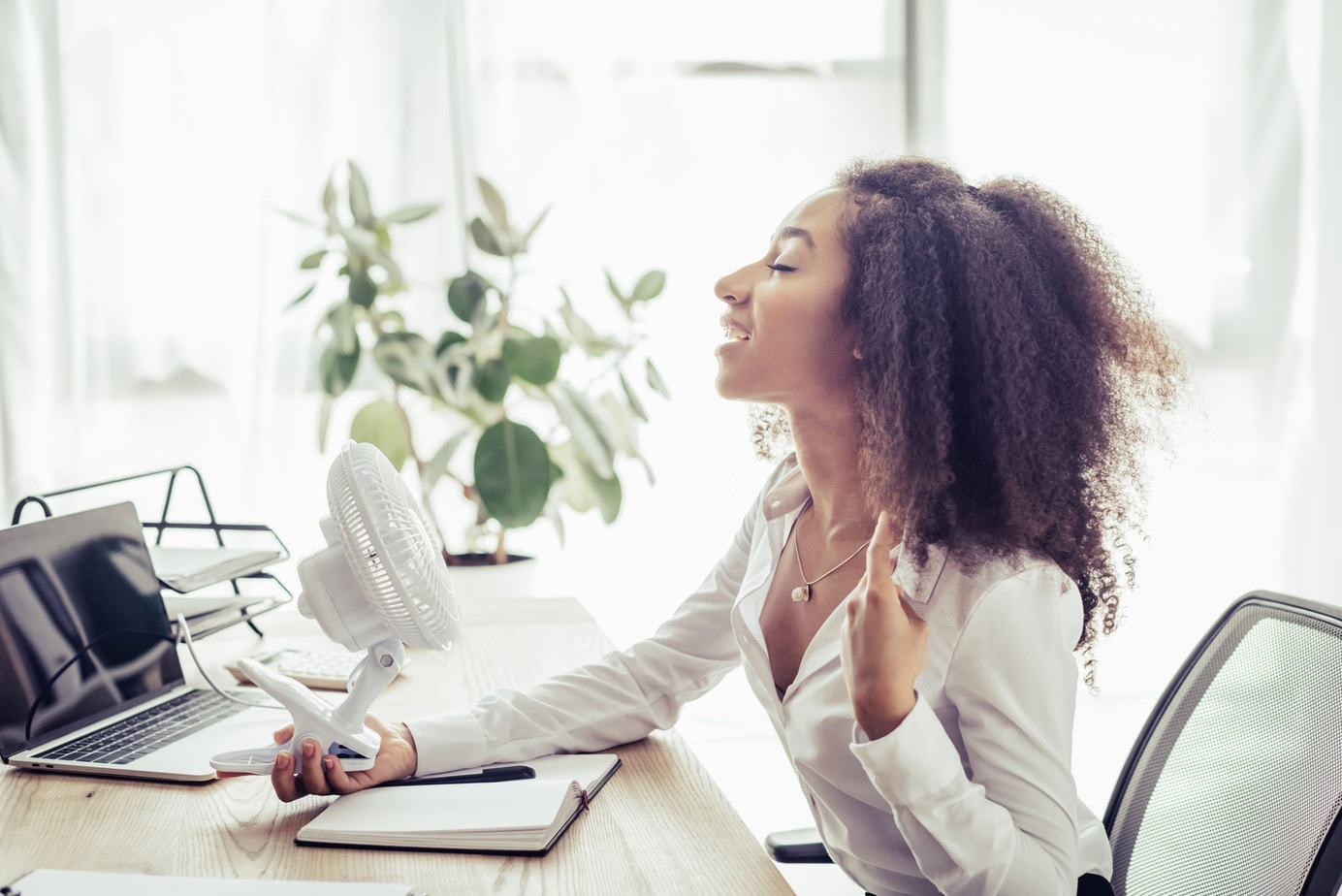 6 Best Desk Fans: Increase Office Air Flow & Comfort (2021)
