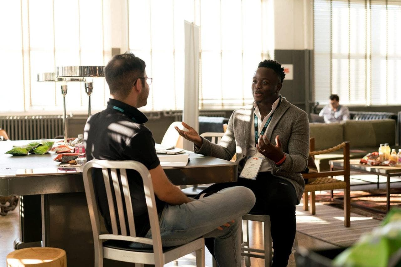 5 Tips on How to Keep a Professional Conversation Going