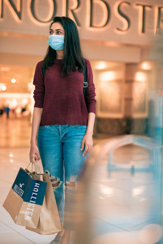 girl doing shopping